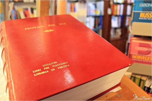 """""""...un grosso librone rosso, posto su un leggio, che aspetta solo di essere sfogliato e riempito di pensieri..."""""""